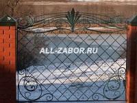 Кованый забор с фундаментом и кирпичными столбами