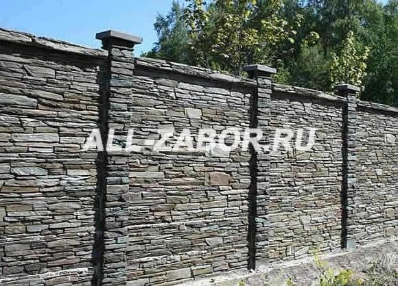 Забор из натурального камня со столбами