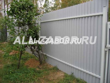 Забор из профнастила на 2-х лагах с внутренней стороны