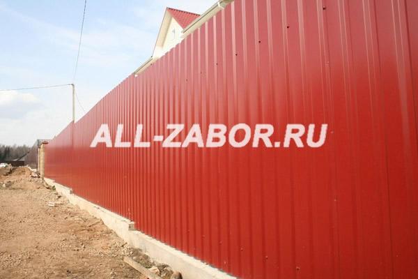 Забор из профнастила с 2-мя лагами и на ленточном фундаменте