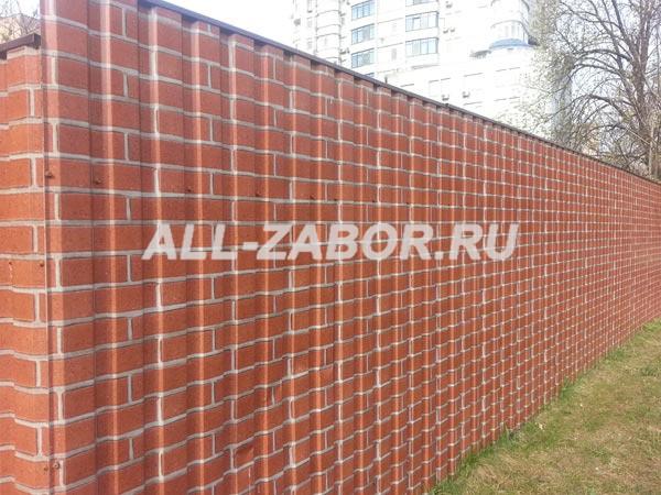 Забор из профнастила с покрытием «под кирпич»