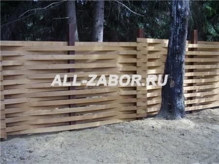 Плетеный деревянный забор из сосны