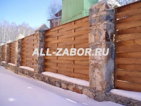 """Деревянный забор """"Плетенка"""" с отделкой камнем"""